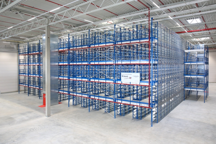Trafoe Mehrgeschoss-Fachbodenregal mit angebundener Lagerbuehne , Nordkurier Logistik, Intralogistik